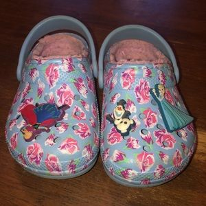 Girls size 7 lined Crocs